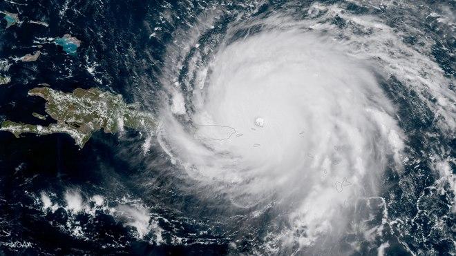 Siêu bão rộng như nước Pháp tiến về Mỹ: Điều gì đang xảy ra? - 1