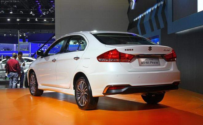 Suzuki Ciaz có bản nâng cấp, bắt mắt hơn hẳn - 3
