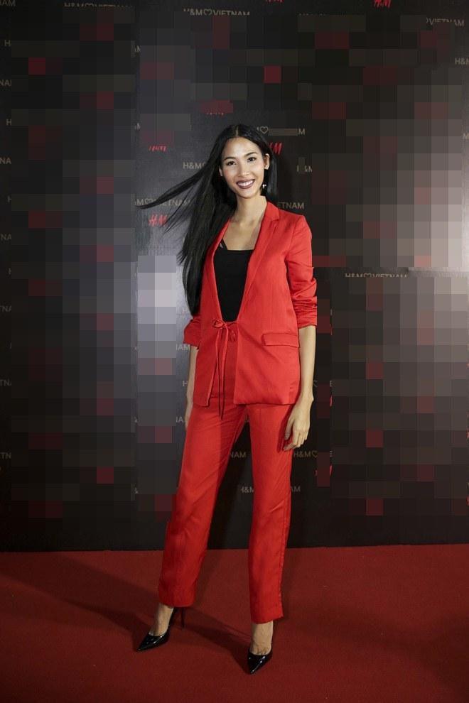 """Angela Phương Trinh lấn át dàn sao bự với váy """"sao trời"""" - 7"""
