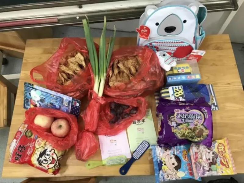 Hành trang siêu độc của nhóc tì Trung Quốc ngày đầu tiên tới trường - 2