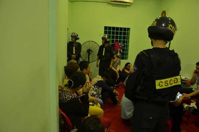 Hơn 100 cảnh sát đột kích sới bạc ở SG