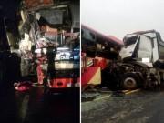 Tin tức trong ngày - Xe khách và xe tải đâm nhau kinh hoàng, nhiều người gặp nạn