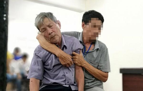 Vì sao cụ ông hiếp dâm bé gái được về nhà sau tuyên án?