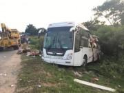 Tin tức trong ngày - Xe container va chạm xe khách, gần 10 người thương vong