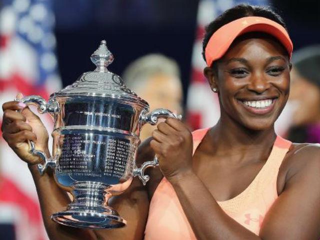 """Clip hot US Open: """"Nữ hoàng"""" dội bom, đối thủ thở không ra hơi 1"""