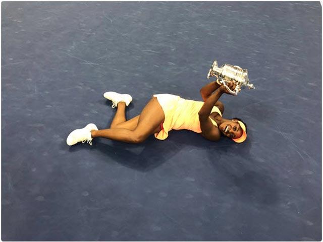 """Clip hot US Open: """"Nữ hoàng"""" dội bom, đối thủ thở không ra hơi"""