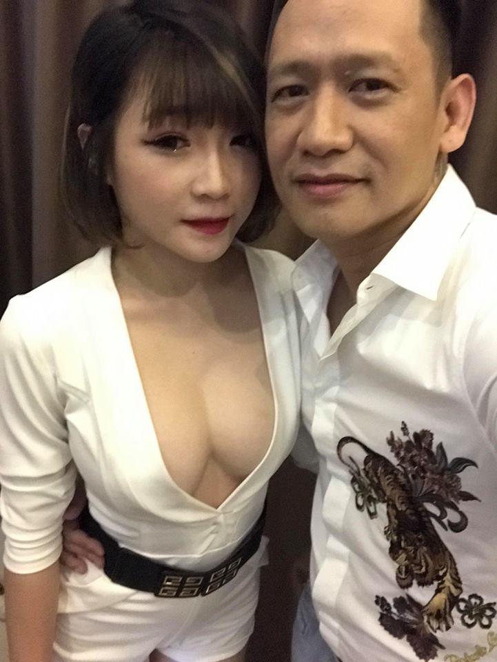Sao Việt 11/9: Duy Mạnh khoe ảnh cùng fan nữ nóng bỏng