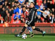 """Bóng đá - Góc chiến thuật Stoke – MU: Mourinho sai lầm, """"cạn lời"""" vì hàng thủ"""