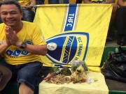 Bóng đá - Sững sờ bóng đá Việt: CĐV Thanh Hoá mang gà vào cúng sân Thống Nhất