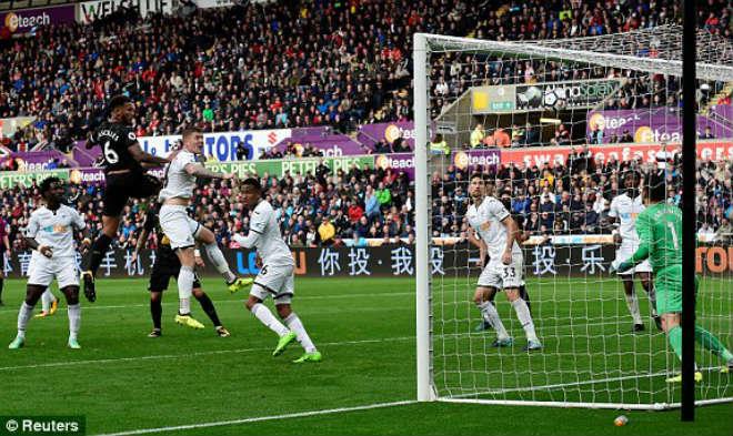 Video, kết quả bóng đá Swansea - Newcastle: Hai khoảnh khắc siêu anh hùng 1