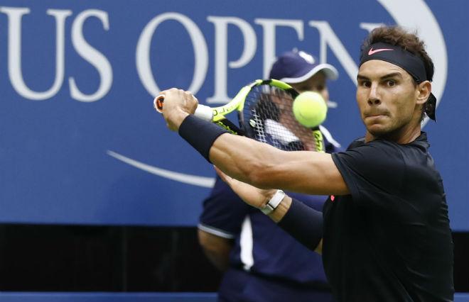 Clip hot US Open: Nadal trả giao bóng trái tay ảo diệu, cả sân chết lặng 1