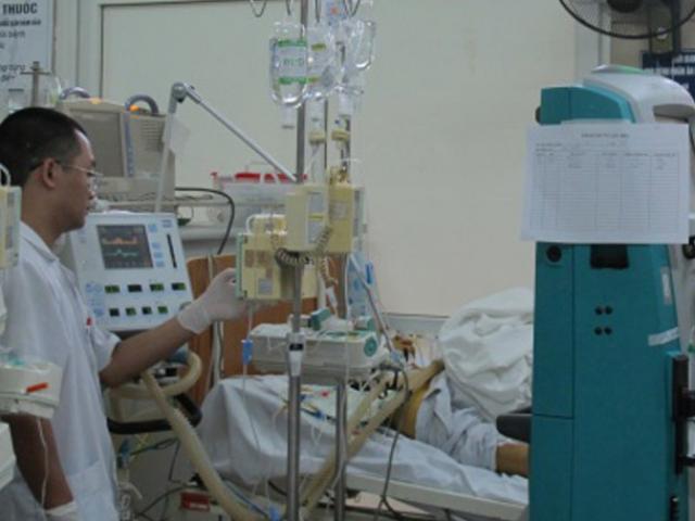 Uống thuốc hạ sốt liên tục, nam thanh niên hôn mê, suy gan nặng