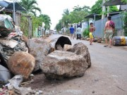 Tin tức trong ngày - Dân mang đá ra đường chặn xe né trạm BOT tuyến tránh Biên Hòa
