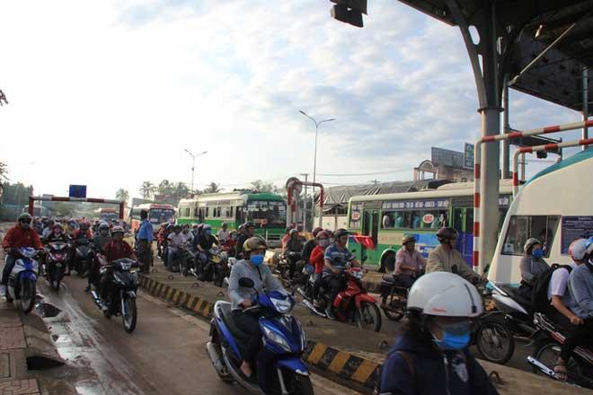 """Toàn cảnh """"thất thủ"""" ở BOT tuyến tránh Biên Hòa sáng 12-9"""