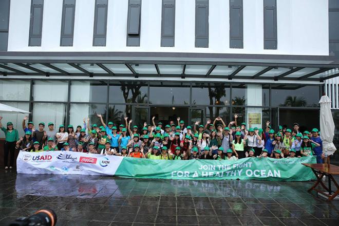 """Sinh viên các trường đại học cùng Coca-Cola mang lại """"diện mạo xanh"""" cho Vịnh Hạ Long - 1"""