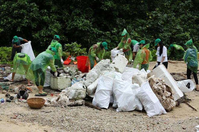 """Sinh viên các trường đại học cùng Coca-Cola mang lại """"diện mạo xanh"""" cho Vịnh Hạ Long - 2"""