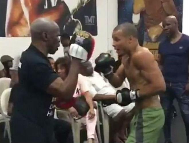 """Boxing: """"Độc cô cầu bại"""" Floyd Mayweather giải nghệ, làm thầy dạy võ? 1"""