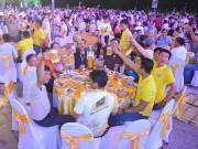 Lễ hội Bia Sư Tử Trắng  Nâng ly vì chí lớn  - Đêm hội đầy niềm vui của người dân