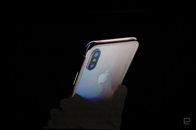 Đây là một bước nhảy vọt lớn nhất kể từ iPhone gốc , Tim Cook nói.
