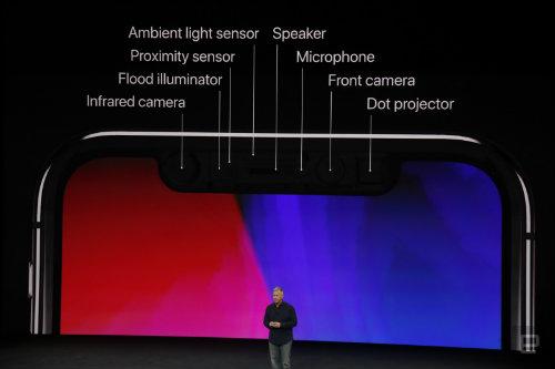 """Vết lõm trên màn hình iPhone X chứa """"vũ khí"""" gì? - 1"""
