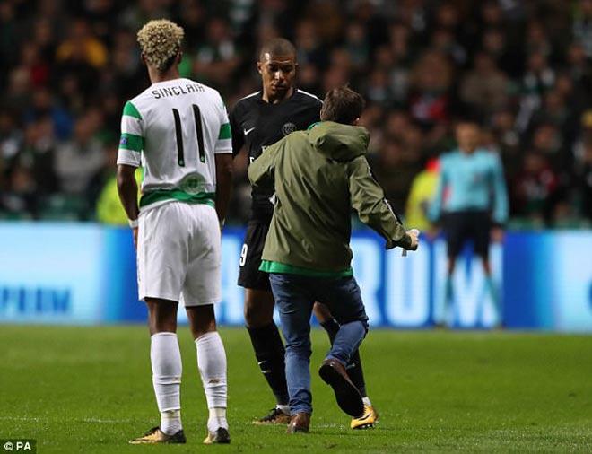 """""""Bom tấn"""" Neymar - Mbappe diễn ma thuật, suýt bị fan cuồng """"ám sát"""" - 7"""