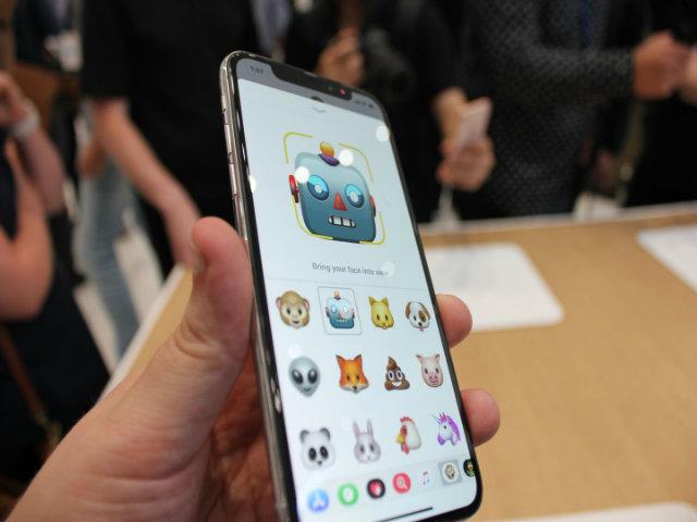 """NÓNG: iPhone X dính lỗi trình diễn Face ID, lãnh đạo """"tái mặt"""" - 2"""