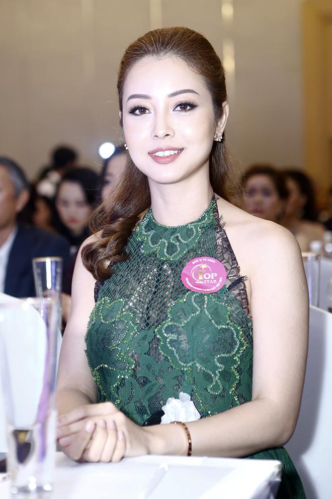 Hôn phu kém tuổi hộ tống Lâm Chí Khanh đi sự kiện - 7