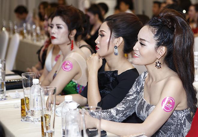 Hôn phu kém tuổi hộ tống Lâm Chí Khanh đi sự kiện - 9