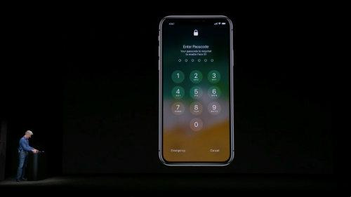 """NÓNG: iPhone X dính lỗi trình diễn Face ID, lãnh đạo """"tái mặt"""" - 1"""