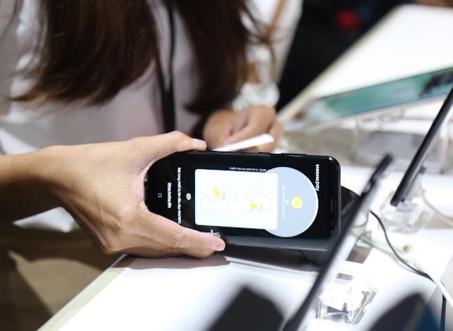 """Samsung """"hô biến"""" smartphone thành thẻ ATM để quẹt máy POS tại VN - 1"""