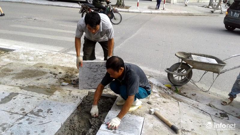 Hà Nội: Công trình lát đá vỉa hè mới làm xong đã nát bét - 11