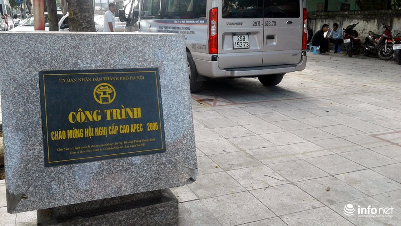 Hà Nội: Công trình lát đá vỉa hè mới làm xong đã nát bét - 3
