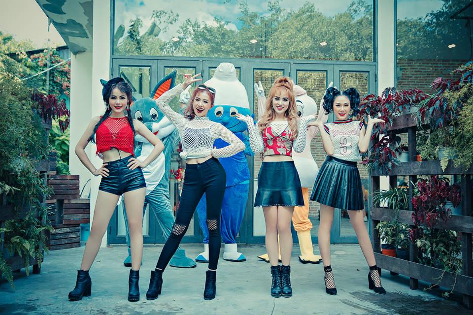 Nhóm nhạc nữ S-Girls phát hành MV sau thời gian ế show, thiếu thốn tiền bạc - 1