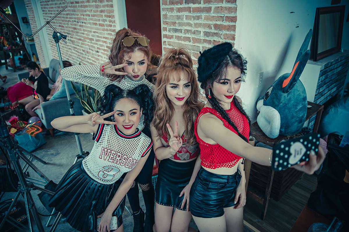 Nhóm nhạc nữ S-Girls phát hành MV sau thời gian ế show, thiếu thốn tiền bạc - 2
