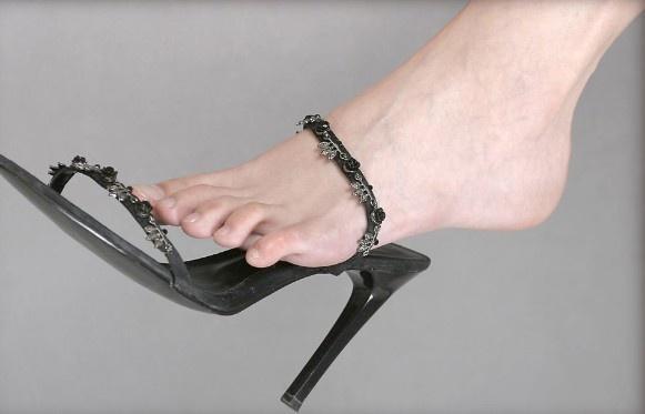 Lạ lùng: Kiếm bộn tiền từ nghề cho thuê...bàn chân - 5