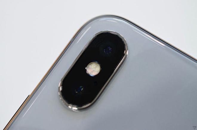 Video: Trên tay iPhone X đẹp khó cưỡng - 3