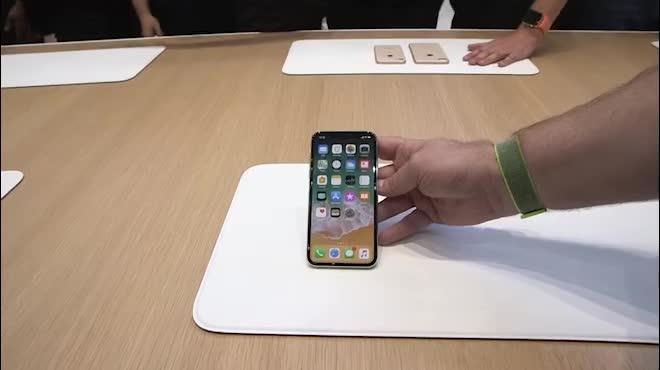 Video: Trên tay iPhone X đẹp khó cưỡng