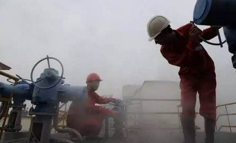 """Lí do TQ không dừng hẳn việc """"bơm"""" dầu sang Triều Tiên - 1"""