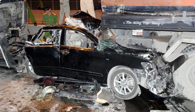 """3 xe container đâm nhau tại dốc cầu """"chết chóc"""" ở Sài Gòn - ảnh 4"""