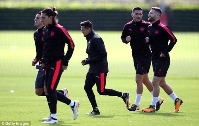 Arsenal đá Europa League, Wenger hậm hực MU đại thắng Cup C1 - 2