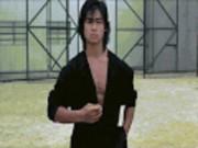 Phim - Thần đồng võ thuật được Châu Nhuận Phát yêu thích đi hát quán bar để kiếm sống