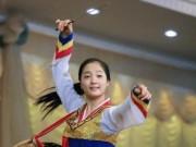 Thế giới - Những nữ nhân viên xinh đẹp và bí ẩn bên trong nhà hàng Triều Tiên