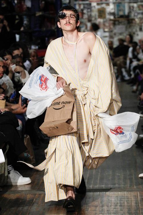 """Tuần lễ thời trang New York và những bộ đồ """"hại não"""" bậc nhất - ảnh 3"""