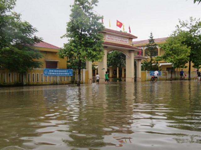 Siêu bão số 10 áp sát đất liền: Toàn bộ học sinh Quảng Trị, Huế nghỉ học - 4