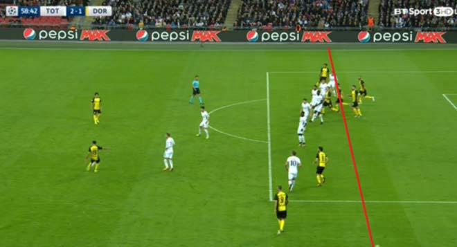 Fan Tottenham điên tiết vì trọng tài, Kane ghi bàn hơn Ronaldo - 2