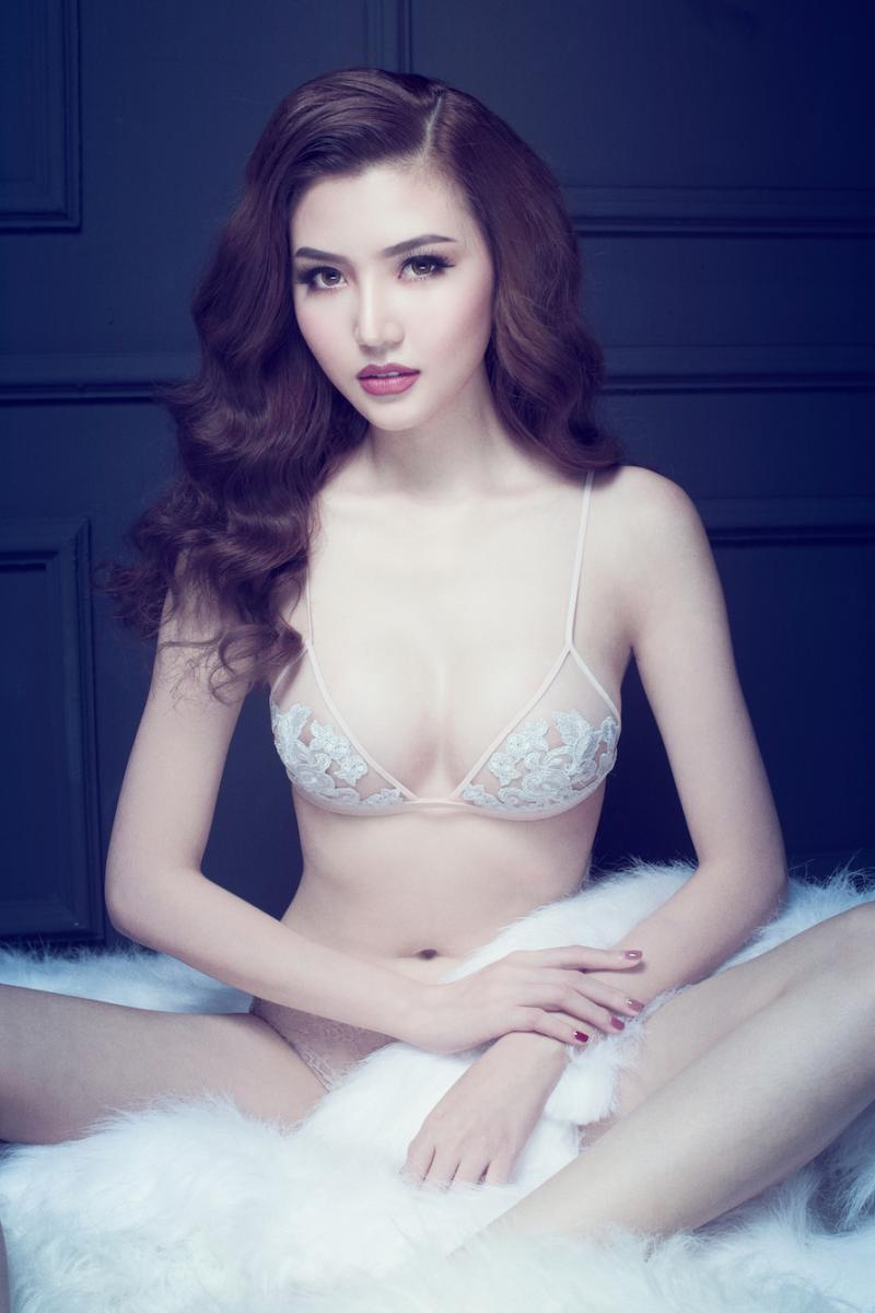 Ảnh diện nội y màu nude, trong suốt hiếm hoi của mỹ nhân Việt