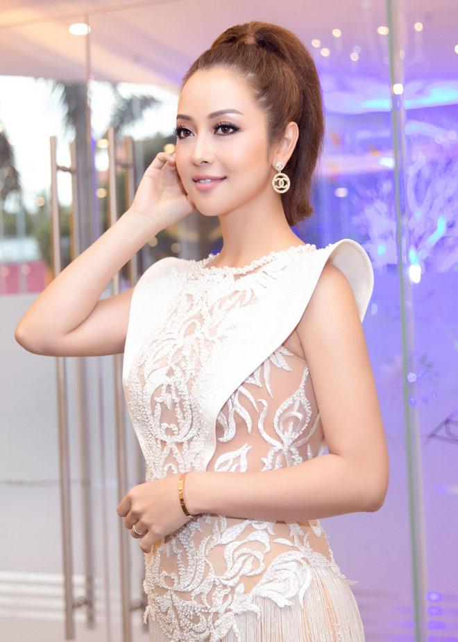 Jennifer Phạm đẹp như nữ thần với váy tua rua lạ mắt - 2