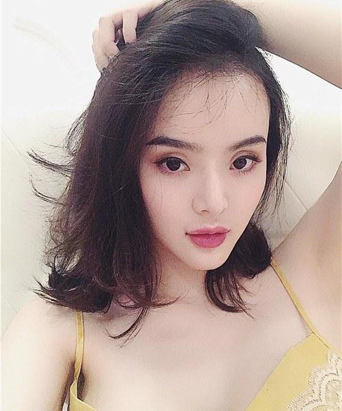 """Không kém chị, em gái Angela Phương Trinh cũng có bờ môi """"ảo thuật"""" - 5"""