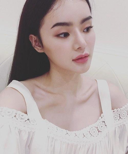 """Không kém chị, em gái Angela Phương Trinh cũng có bờ môi """"ảo thuật"""" - 7"""