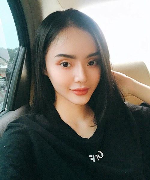 """Không kém chị, em gái Angela Phương Trinh cũng có bờ môi """"ảo thuật"""" - 11"""